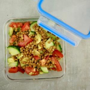 Erfrischender Linsensalat-Meal Prep-Meal Prep Vegan-Essen für Vielbeschäftigte